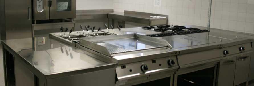 Affettatrice inclinata arredamenti e attrezzature per la for Arredamenti e attrezzature per la ristorazione